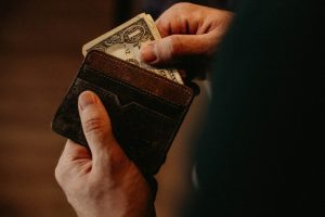 wallets cause lower back pain, wallet back pain, lower back pain, back pain, wallet cause back pain